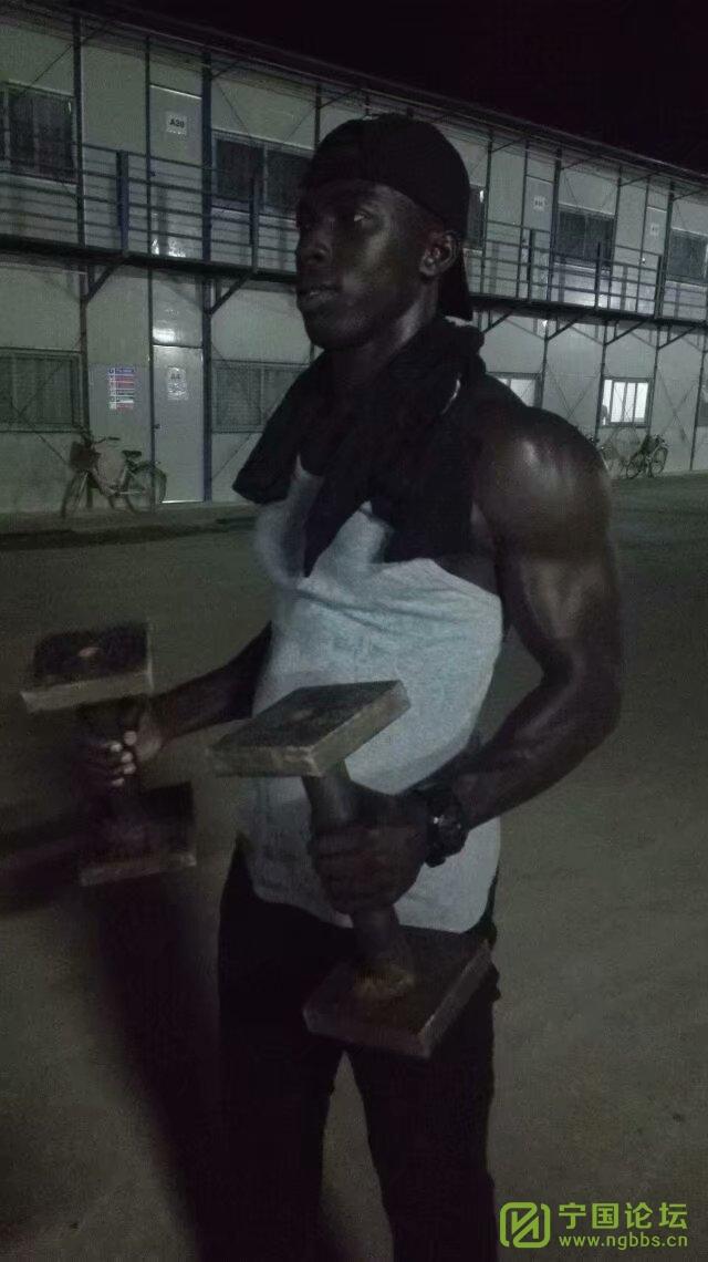 加纳风光-好久没发了 - 宁国论坛 - 黑人保安队长在健身